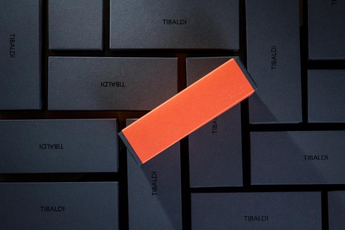 Stilou Infrangibile, Tibaldi, din rasina corp negru - capac gri taupe cu finisaj din otel inoxidabil 2