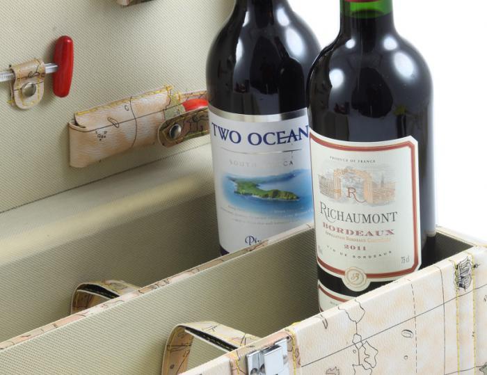 Cutie World cu 2 sticle de vin si accesorii-big