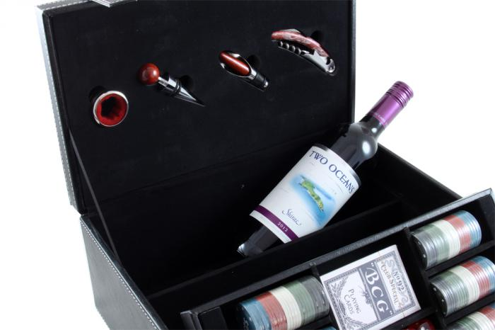 Wine & Games Set with Two Oceans 3