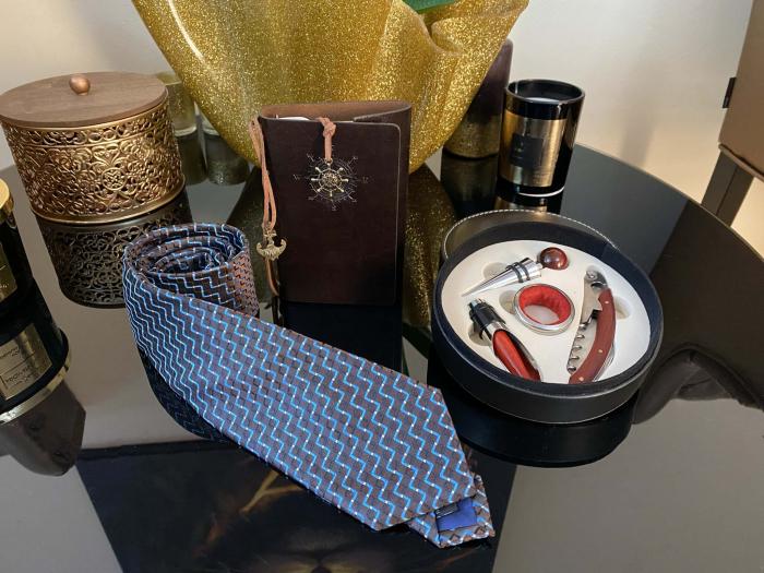 Gentleman Gift Set: Agenda Navy Style, Cravata, Set accesorii Vin [1]