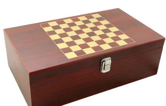 Cadou Wine 2004 & Chess 3