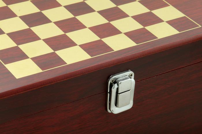 Cadou Wine 2004 & Chess 4