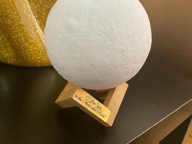 "Lampa Luna 3D Moon, 46 cm circumferinta, & placuta ""I Love You to the Moon and Back"" 1"
