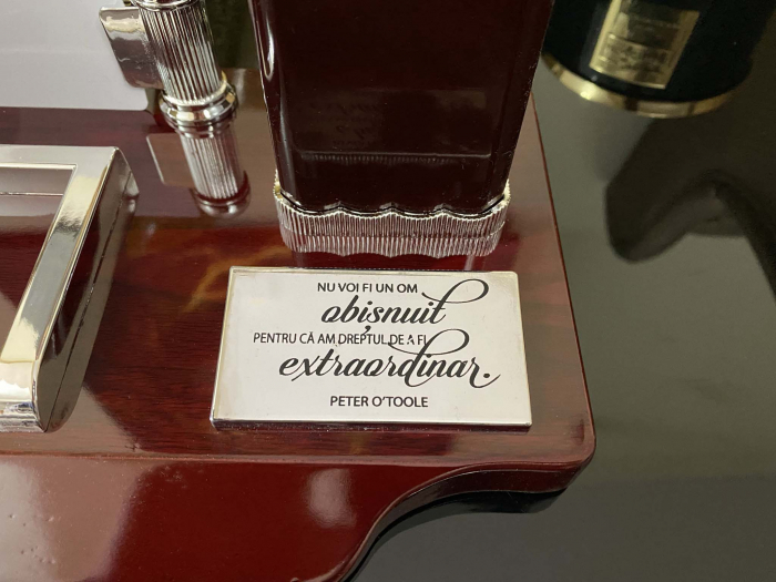 Office Business Brown Wood - Bonus: Gravare cu un mesaj inspirational [5]