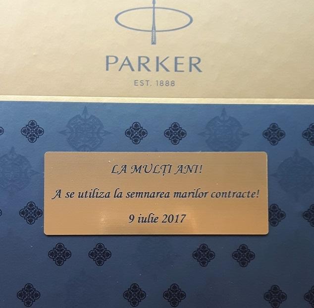 Caseta cadou Pix & Roller Parker Accesorii Aur 23 kt. Brushed Metal si Note Pad Hugo Boss - personalizabil-big