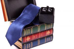 Christmas Gift Box: Cutie de Lemn Decorativa + Cravata & Butoni0