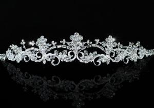 Tiara Borealy Elegant White Floral2