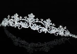 Tiara Borealy Elegant White Floral3