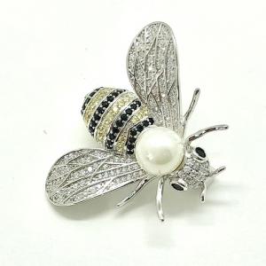 Brosa Albina Queen Bee by Borealy1