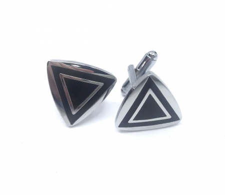 Butoni Dark Triangle, by Borealy [1]