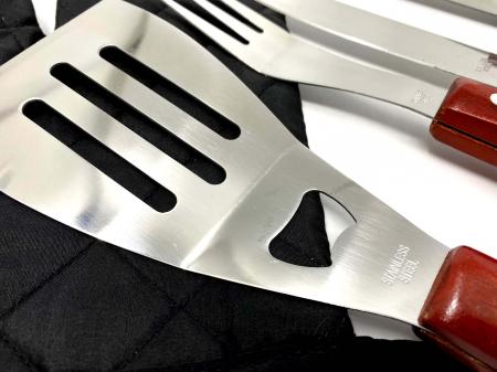 Set 7 ustensile și șorț pentru grătar Barbeque2