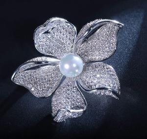 Brosa Flower Pearl by Borealy2