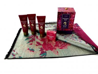 Luxury Gift Eşarfă Casmir & Cosmetice Pomegranate Crush Scottish Fine2