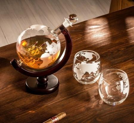 Cadou Decantor cu Doua Pahare Glob World [0]