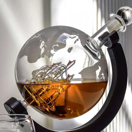 Cadou Decantor cu Patru Pahare Glob World & Suport Lemn [4]
