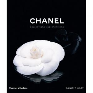 "Cadou ""Chanel Collections and Creations"" de Daniele Bott & Esarfa1"