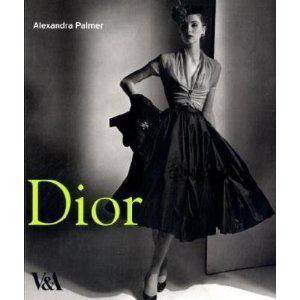 """Cartea """"Dior"""" de Alexandra Palmer0"""