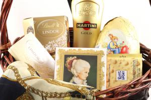Golden Lady Gift Basket1