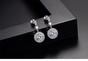 Cercei Borealy Simulated Diamonds One Huggie2