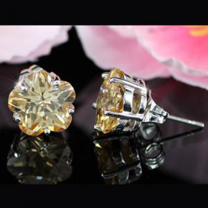 Cercei Borealy Sapphire Studs Flower Cut Amber4