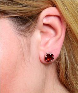 Cercei Borealy Sapphire Studs Flower Cut Red1