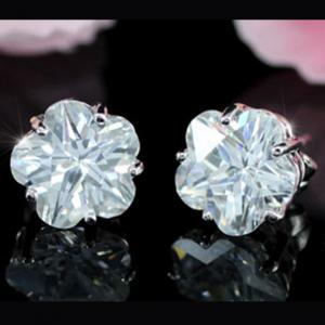 Cercei Borealy Sapphire Studs Flower Cut3