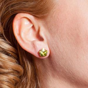 Cercei Borealy Sapphire Studs Flower Cut Lime Green1