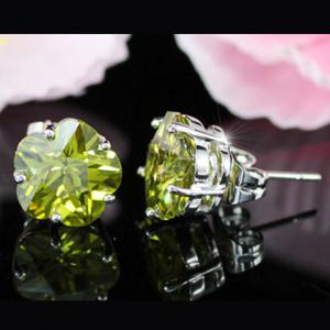 Cercei Borealy Sapphire Studs Flower Cut Lime Green4