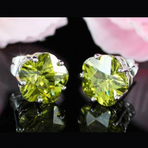Cercei Borealy Sapphire Studs Flower Cut Lime Green3