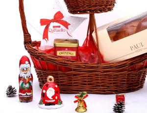 Cos Luxurious Christmas2