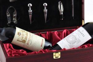 Cutie dubla de vin din lemn cu accesorii1