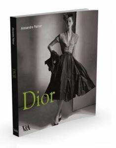 """Cartea """"Dior"""" de Alexandra Palmer2"""