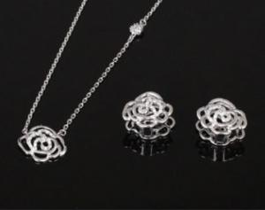 Double Roses White Set cercei si colier1