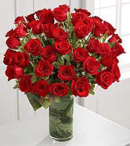 Buchet 49 trandafiri cu vaza1