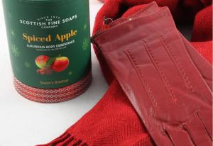 Red Christmas Spiced Apple Scottish6
