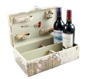Cutie World cu 2 sticle de vin si accesorii0