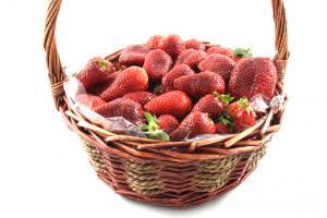 Strawberries Basket3