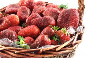 Strawberries Basket4