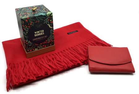 Luxurious Winter Red Esarfa Casmir, Portofel Piele naturală & Cosmetice Winter Berries Scottish Fine Soaps