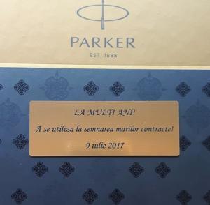 Caseta cadou Pix & Roller Parker Accesorii Aur 23 kt. Brushed Metal si Note Pad Hugo Boss - personalizabil2