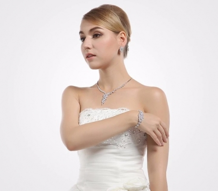 Set Borealy Crystals Colier, Cercei si Bratara Dolce Luxury5