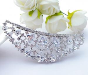 Tiara Borealy Luxury Bride Pieptane3