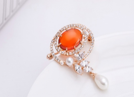 Gold Brooche With Pearls, by Borealy [1]
