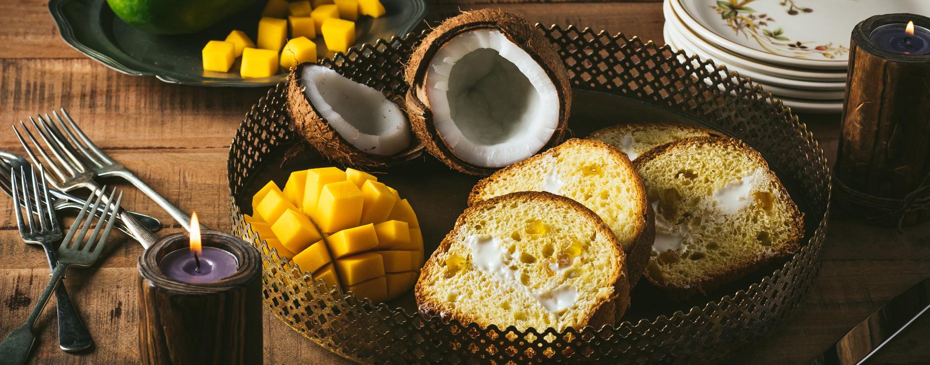Cozonac exotic cu mango si cocos