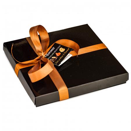 Praline de Ciocolată cu Unt de Arahide, Caramel Sărat și Cremă Alunetta 290g0