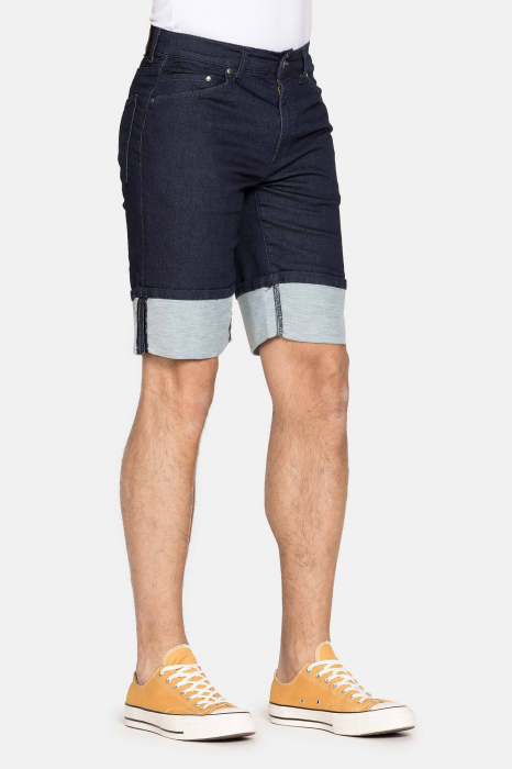 SHORT 721 style in JEANS. Regular waist and comfortable leg. 1
