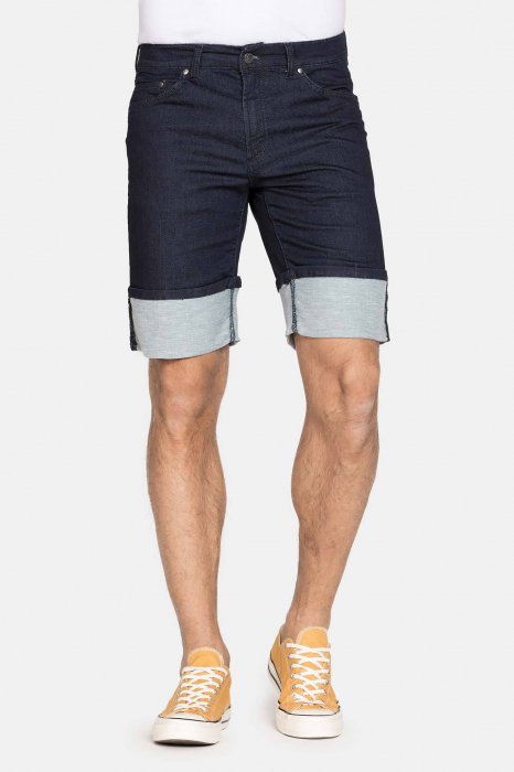 SHORT 721 style in JEANS. Regular waist and comfortable leg. 0
