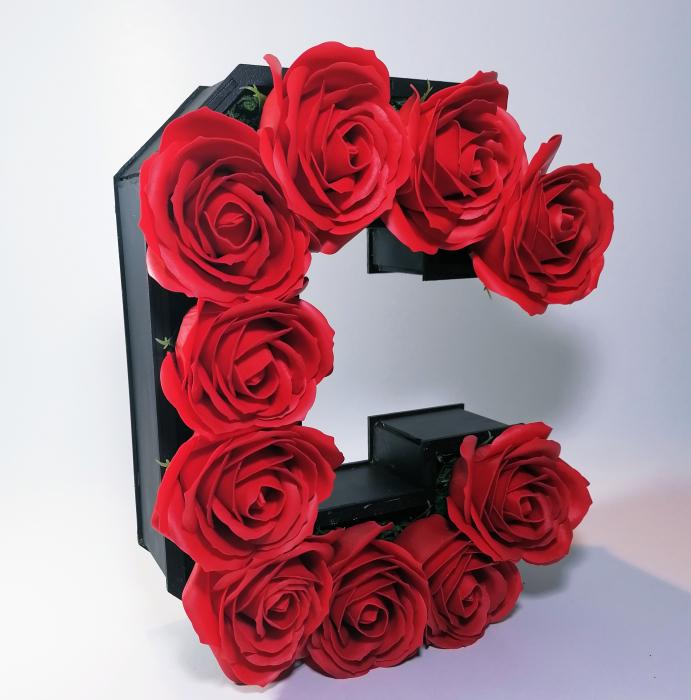 Aranjament Flori Sapun litera C, 25cm 1