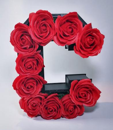 Aranjament Flori Sapun litera C, 25cm0