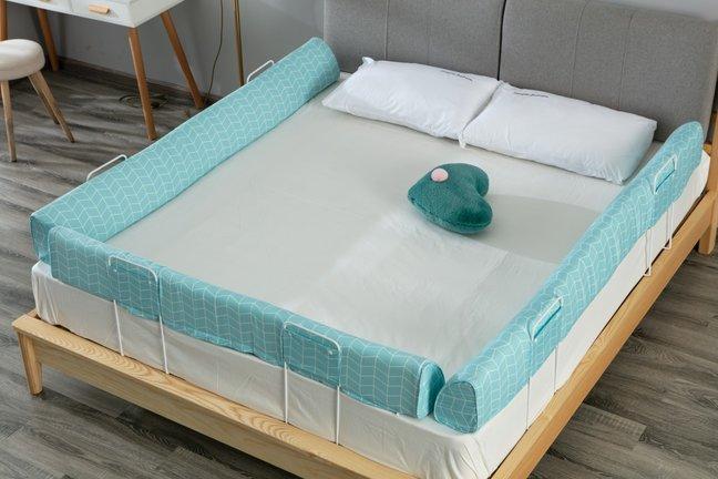 Aparatoare pat montate pe toate laturile_Buy4Baby